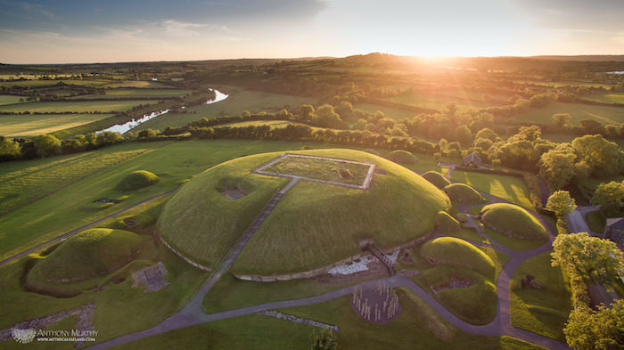 orogenes-del-dia-de-san-patricio-Sitio-arqueologico-Knowth-Irlanda-Foto-Anthony Murphy