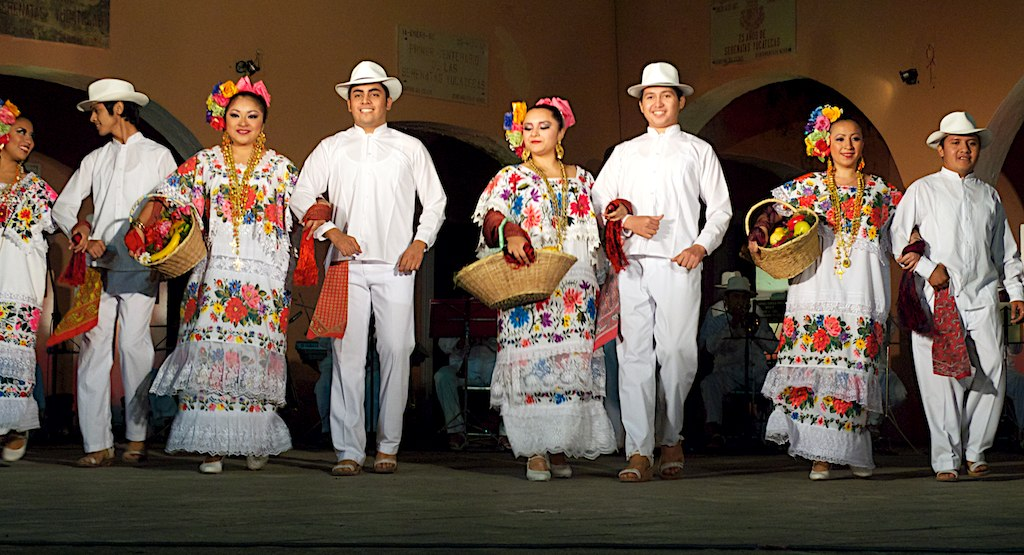 traje-típico-Yucatán