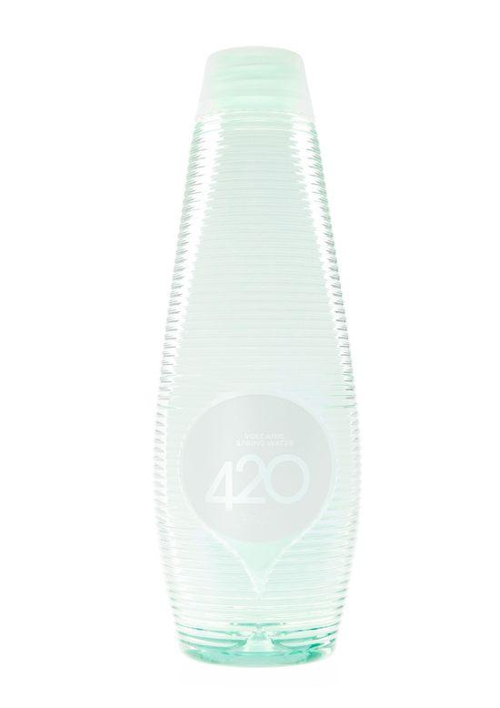 Agua natural mineral marca 420 de Nueva Zelanda