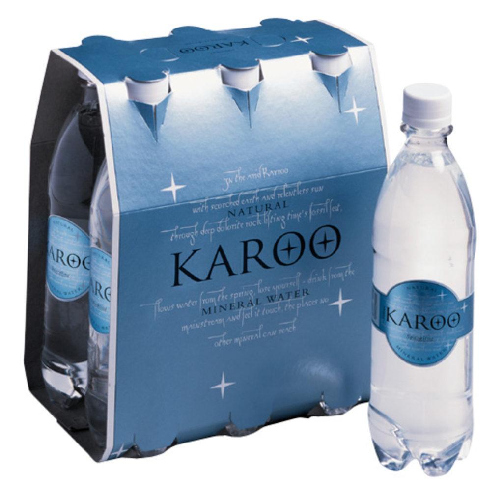 Agua natural mineral marca Karoo El Cabo África