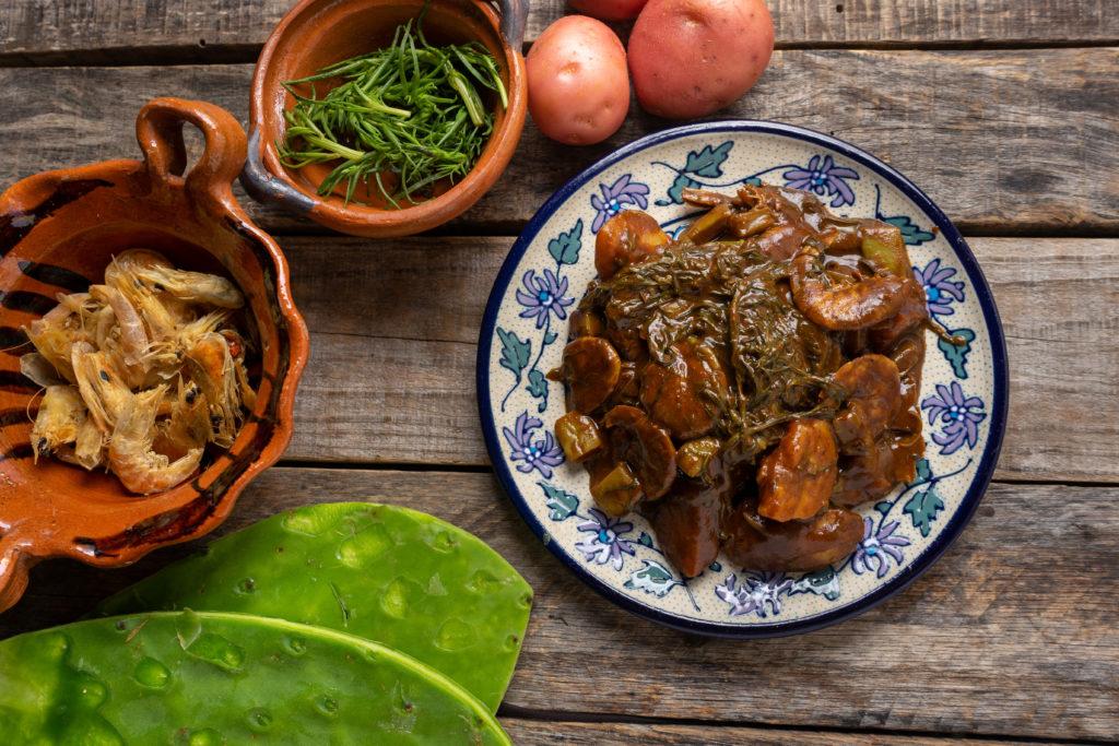 Receta de romeritos mexicanos con mole para la cena de Navidad