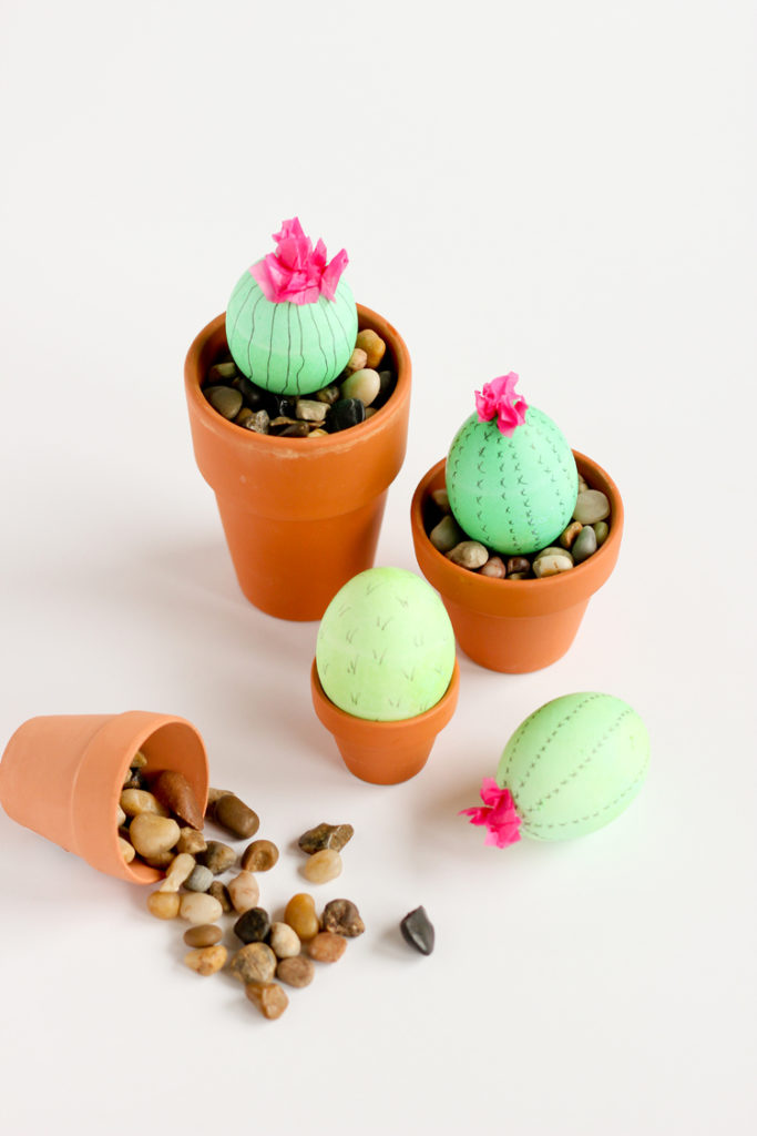 DIY flowerpots with Easter eggs