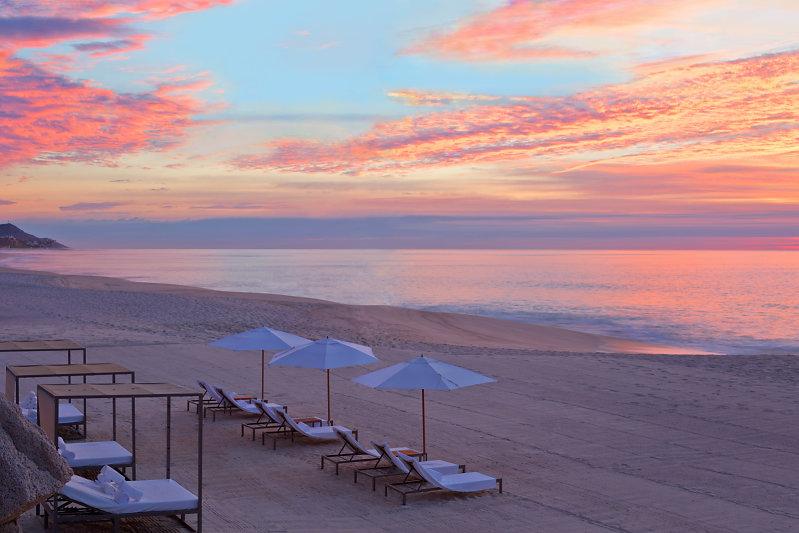 Atardecer en la playa del hotel boutique Mar del Cabo en Los Cabos, Baja California, México