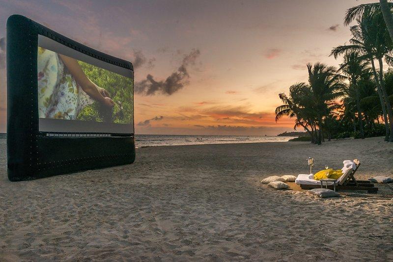Cinema en la playa, actividad ideal para un viaje post-pandemia en Grand Velas Riviera Maya