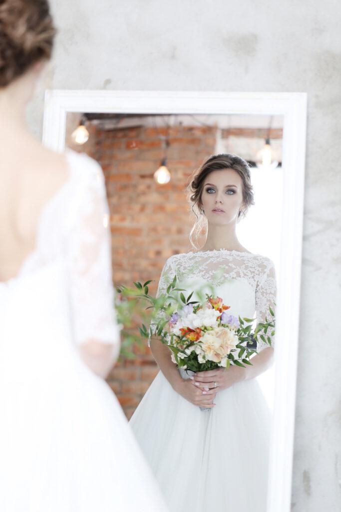 novia con espejo de cuerpo completo