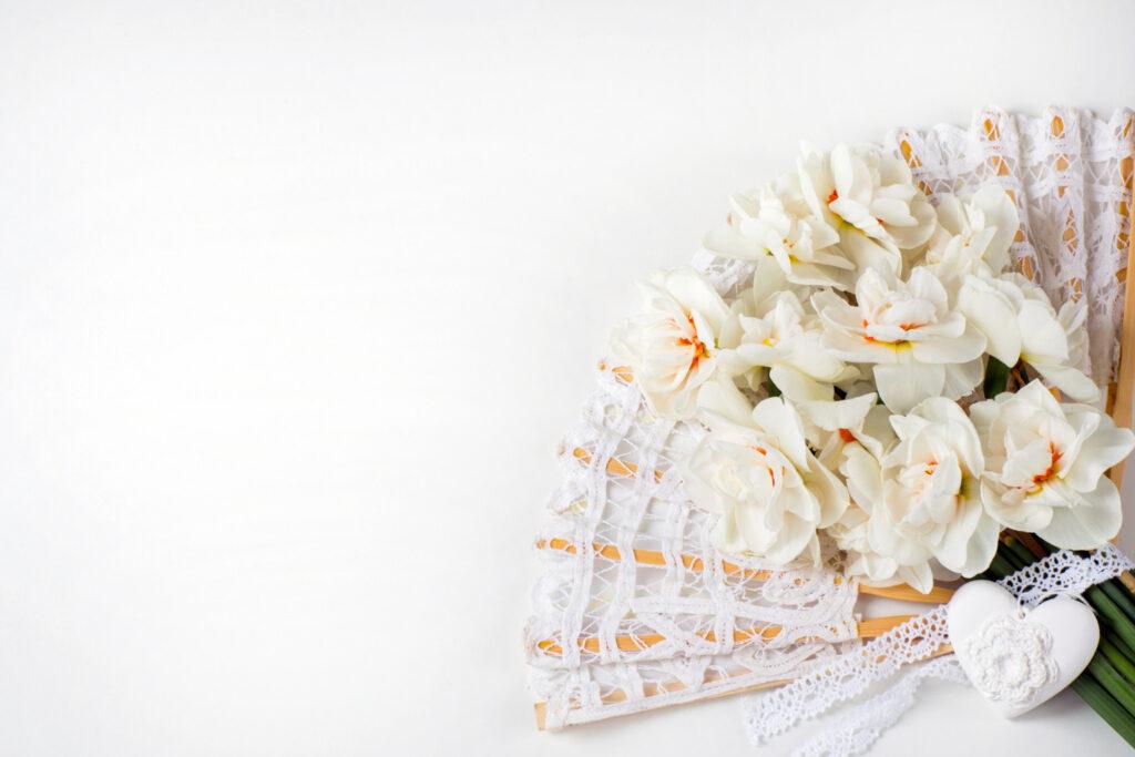 abanico de mano y bouquet para la novia